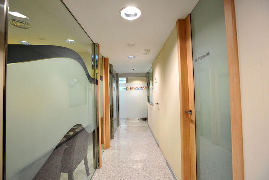 pasillo clinica dental noguerol