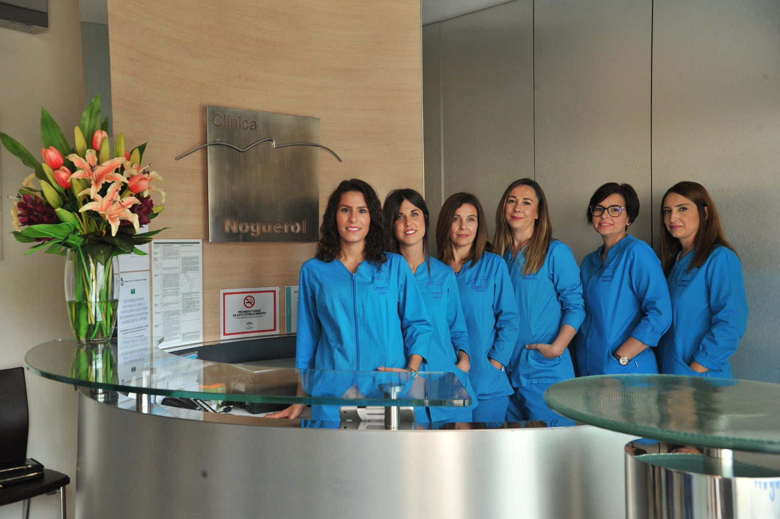 Dentistas en Granada, más de 25 años combinando experiencia, innovación y  buenos resultados.