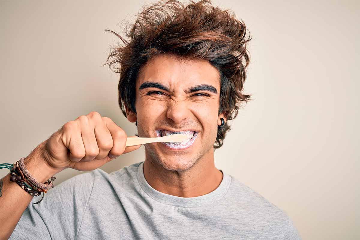 sangre-encias-cepillar-dientes